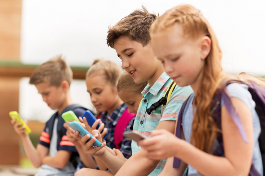 France Bans Cellphones in School: Will Other Nations Do the Same?